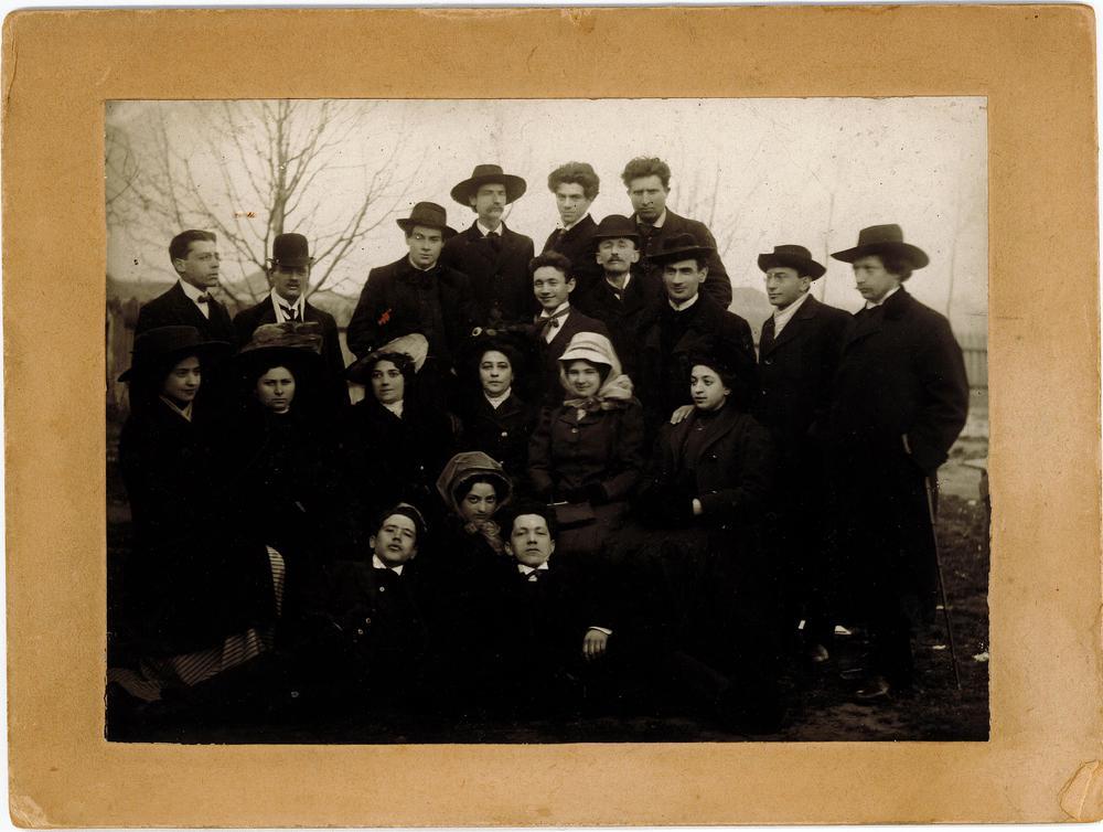 Hirshbein Troupe_Odessa 1909.jpg