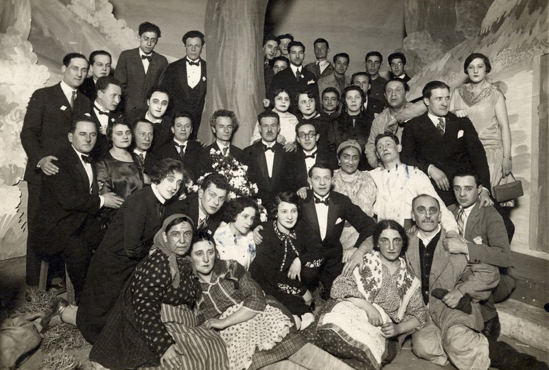 Hirshbein men and women troupe207.jpg